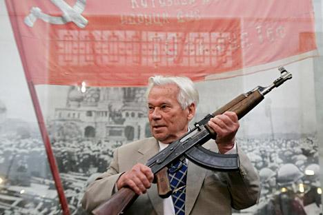 Михаил Калашников на прославата на 60-годишнината од постоењето на АК-47. Извор: РИА Новости