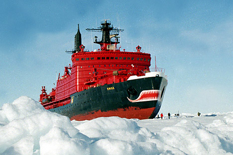 Мразокршачот Јамал (1992). Јамал постави рекорд во дебелината на искршениот мраз (9 метри). Како и други мразокршачи од неговата класа, може да се движи и да крши мраз и однапред и одзади. Извор: ИТАР-ТАСС