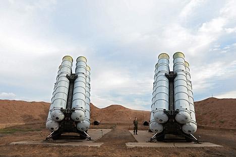 """Главниот изведувач на работите на проектот за противракетен штит е """"Алмаз-Антеј"""", кој ги има изградено С-300, С-400, а сега работи на С-500. Извор: РИА Новости"""
