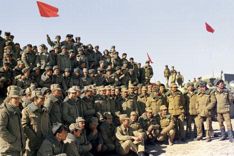 Советски војници пред заминувањето од Авганистан, 1989. Извор: РИА Новости.