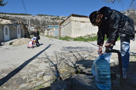 Изминатиот викенд украинските власти го запреа снабдувањето со вода за пиење за полуостровот. Извор: РИА Новости.