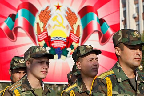 Додека руските мировни сили се подготвуваат за маневри, војниците од Приднестровје веќе минуваат низ интензивен тренинг. Извор: Ројтерс.