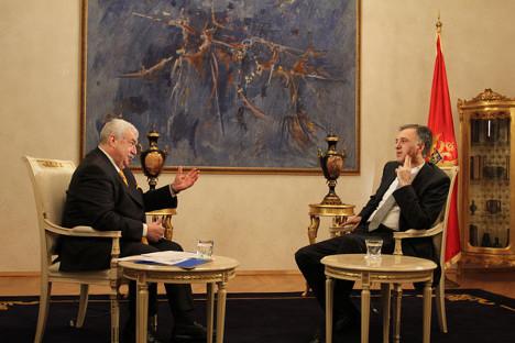 """Пред само неколку месеци претседателот на Црна Гора Филип Вујановиќ во интервју за """"Росијскаја газета"""" ѝ се заблагодари на Русија за тоа што таа меѓу првите ја призна независноста на Црна Гора во 2006 година. Извор: Росијскаја газета."""