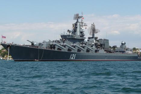 """Гардискиот ракетен крстосувач """"Москва"""", адмиралскиот брод на Црноморската флота на Русија. Фотографија од слободни извори."""