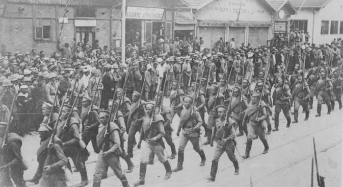 Истоварувањето на војниците на Рускиот експедициски корпус во Солун.