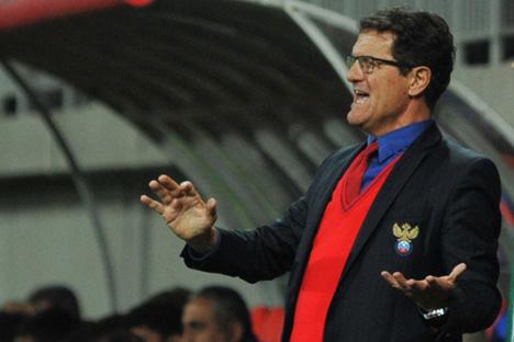 """Селекторот на фудбалската репрезентација на Русија, Фабио Капело, често го повторува зборот """"респект"""": кај него владее најстрог ред. Извор: ИТАР-ТАСС"""
