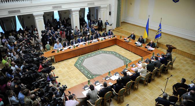 Нацрт-законот за проширувањето на статусот на Донецката и на Луганската област беше предложен од претседателот Порошенко за гласање во Врховната Рада по проширеното заседание на Кабинетот на министри од 10 септември. Извор: Ројтерс