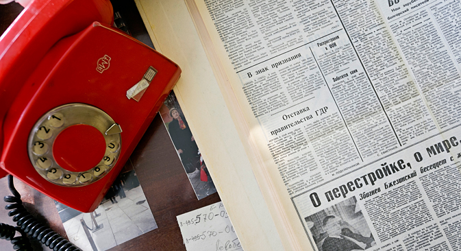 """Весникот """"Правда"""" од 9 ноември 1989 година. Белешка на дописникот на """"Правда"""" од Берлин Мај Подкључников. Фото: Марк Бојарски."""