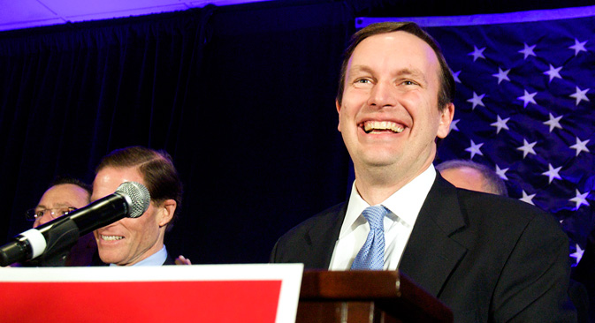 Американскиот претставник Крис Марфи (Конектикат) и кандидат за американскиот сенат им се обраќа на поддржувачите за време на својата победа во Хартфорд, Конектикат, 6 ноември 2012 година.Извор: Ројтерс