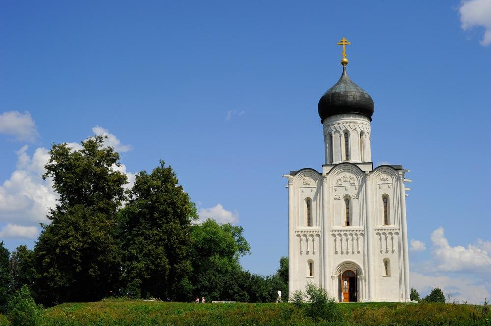 Црквата св. Покров на реката Нерла.