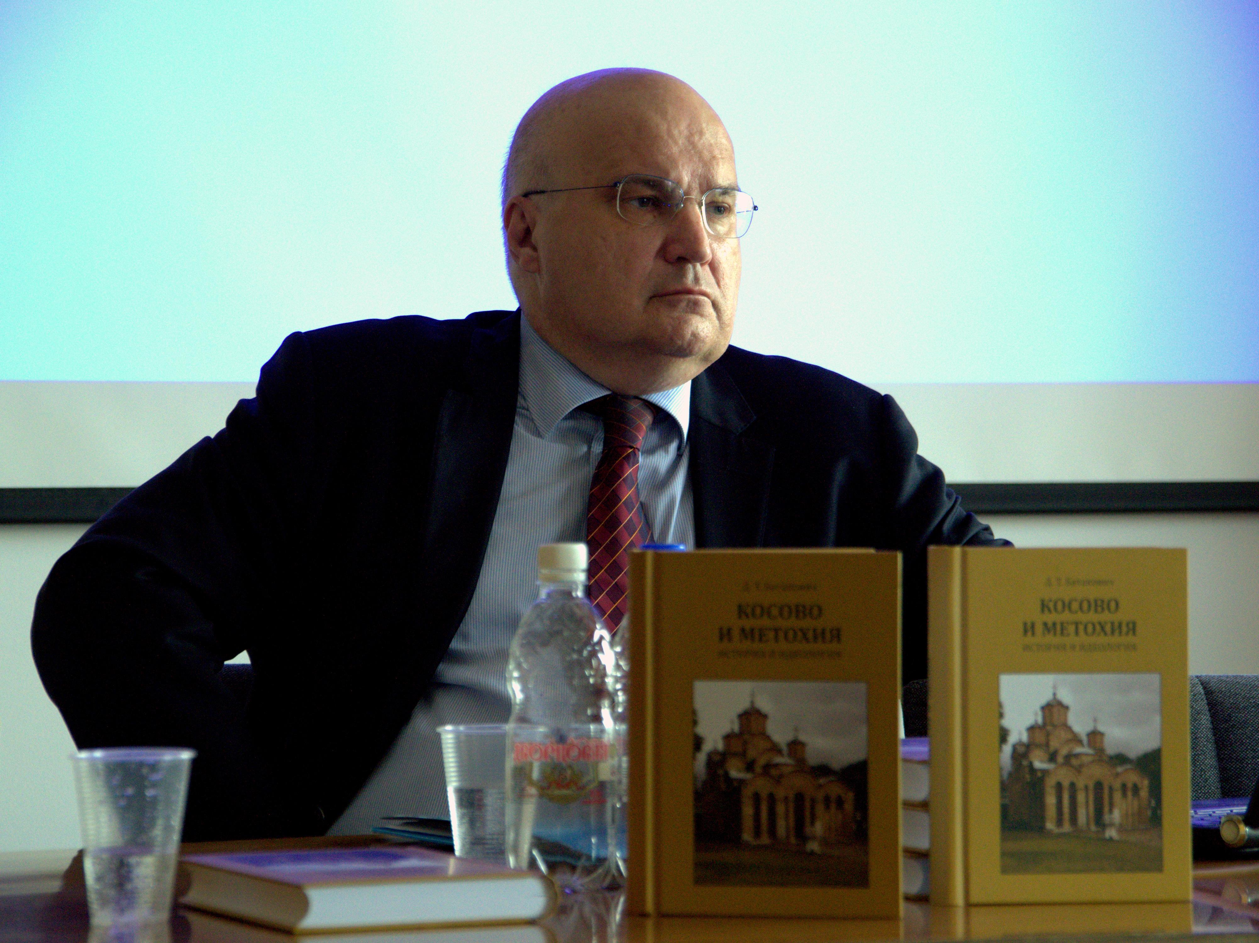 Душан Батаковић.