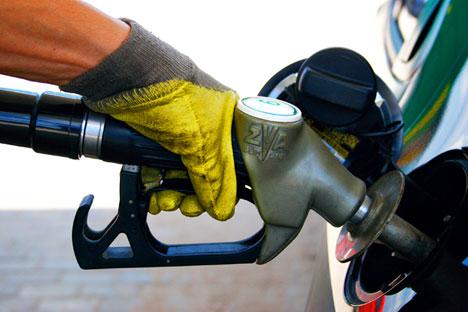 Попунити резервоар је јефтиније само у Белорусији. Извор: Комерсант.