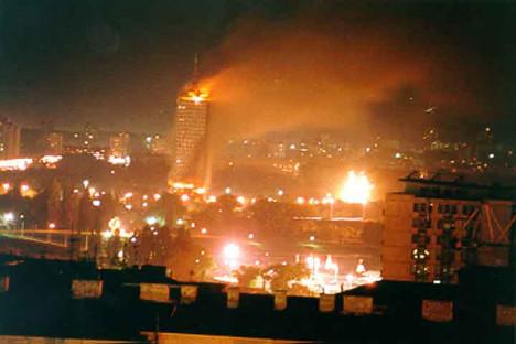 Агресија на СРЈ 1999: после Рачка се брзо прешло на бомбе. У случају Сирије, реакција на масакр у Хули била је добро координирана. Слика из слободних извора.