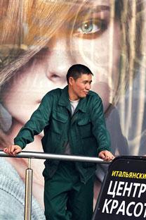 Имигрант из Узбекистана у Москви. Извор: Комерсант.