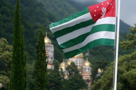 Застава независне Абхазије вијори се већ четири године. Извор: Виктор Погонцев / Росијска газета.