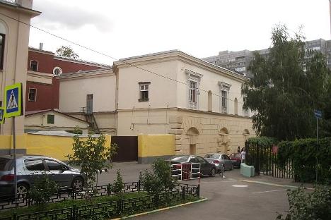 Испод ове неугледне зграде у Котелничком сокаку у Москви налазио се бункер висине зграде од 17 спратова. Фотографија из слободних извора.