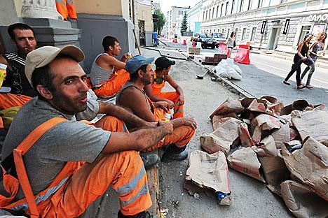 Radnici iz bivših sovjetskih republika na ulicama Moskve. Izvor: Komersant.