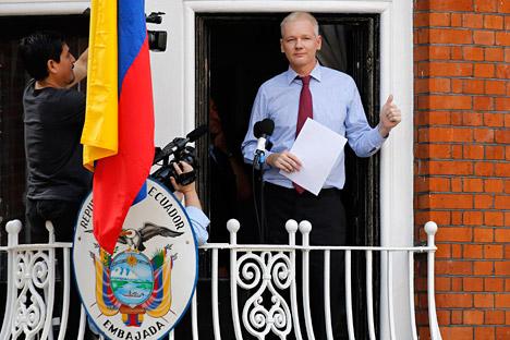 Џулијан Асанж, 41-годишњи грађанин Аустралије, средином јуна се појавио у амбасади Еквадора у Лондону и затражио азил. Извор: Reuters/Vostock Photo.