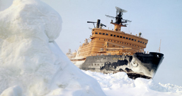 """Нуклеарни ледоломац """"Арктик"""" — наставак вишевековне традиције: Руси су први народ који је, још у 15. веку, почео да истражује Северни ледени океан. Фотографија: Јуриј Лушин / РИА """"Новости""""."""