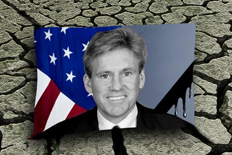 Амерички амбасадор у Либији, Кристофер Стивенс, и три члана члана особља амбасаде погинули су у ракетном нападу у Либији. Илустрација: Нијаз Карим.
