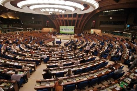 Многи са разлогом сматрају да је бесмислено сваке године плаћати 20 милиона долара за чланство у организацији за коју се практично унапред може рећи да ће својим одлукама отворено радити против Русије. На слици: заседање Парламентарне скупштине Савета Европе у Стразбуру. Фотографија из слободних извора.