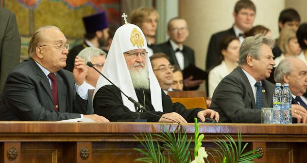 Патријарх Кирил на свечаности поводом доделе почасног доктората МГУ. Извор: foma.ru.