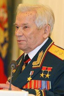 Михаил Калашњиков у својој десетој деценији и даље ради. Извор: Прес-служба Председника Русије.