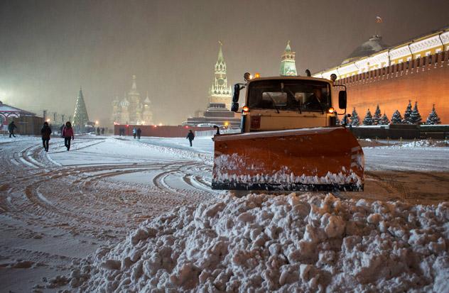 Снегочистач на Црвеном Тргу. Извор:  АР