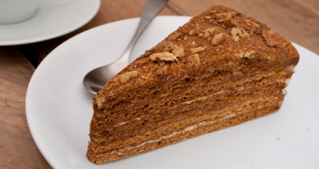 """Најомиљенији руски десерт од меда је, изгледа, торта """"Медовик"""" – компликовани колач за чију је припрему потребно много времена. Извор: Lori / Legion Media."""