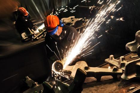 """Производња детаља од титанијума у фабрици корпорације """"ВСМПО Ависма"""", највећег произвођача титанијума на свету. Извор: ИТАР-ТАСС."""