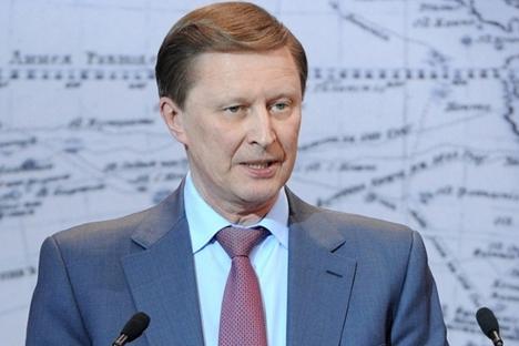 """Сергеј Иванов: """"Сада се веома много говори о стварању јединствене азијске валуте, и ако до тога дође, та валута ће свакако бити јуан. Са друге стране, јуан још увек није конвертибилна валута, тако да ће тај процес потрајати још неколико година"""". Извор: РИА """"Новости""""."""