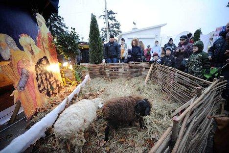 Божиќно село во Серускиот изложбен центар. Извор: Ридус.