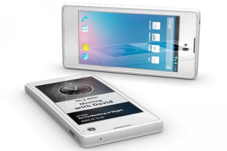 """Сматра се да ће """"Јотафон"""", хибрид смартфона и читача електронских књига, бити """"незаменљив у превозу"""", јер је много лакше користити један уместо два уређаја. Извор: yotaphone.com."""