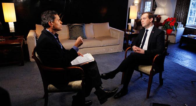 """Руски премијер је у интервјуу за Си-Ен-Ен истакао да Сергеј Магнитски """"никада није био човек који се борио против корупције"""" (као што то упорно понављају практично сви западни медији), """"већ обичан књиговођа или правник који је извршавао наредбе свог шефа"""". Извор: РИА """"Новости""""."""