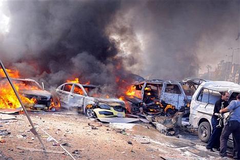 Испред руске амбасаде у центру Дамаска 21. фебруара одјекнула је снажна експлозија. Погинуло је преко 50 људи. Амбасада је претрпела материјалну штету, али нико није повређен. Извор: AP.
