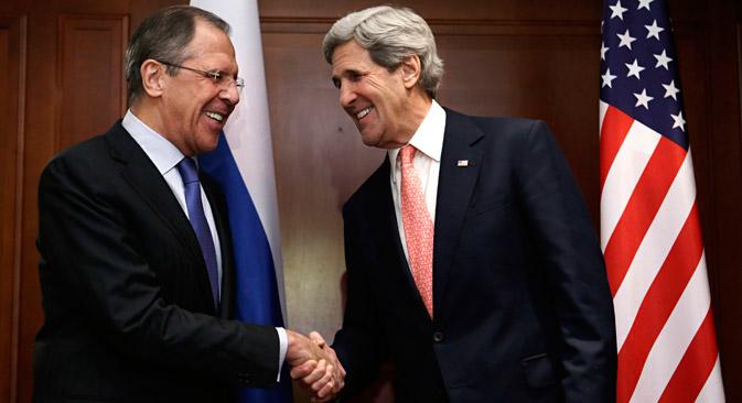 Шеф руске дипломатије Сергеј Лавров и државни секретар САД Џон Кери у Берлину. Извор: Reuters.