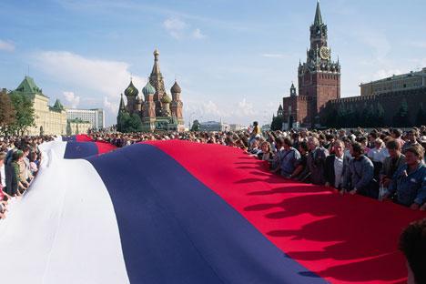 1990-их грађани Русије су се гурали у редовима за намирнице, а 2000-их су почели да раде. Извор: Reuters.