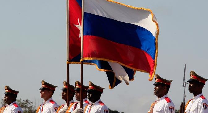 Латиноамерички правац је важан самостални вектор руске спољне политике. Само у протекле две године одржано је 10 самита и преко 30 сусрета на високом нивоу. На фотографији: заставе Русије и Кубе. Извор: Reuters.