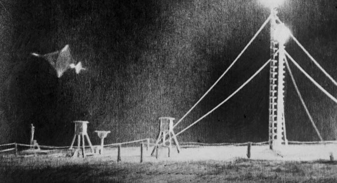 """Фотографија неидентификованог летећег објекта објављена у """"Комсомолској правди"""" 1961. Извор: РИА """"Новости""""."""