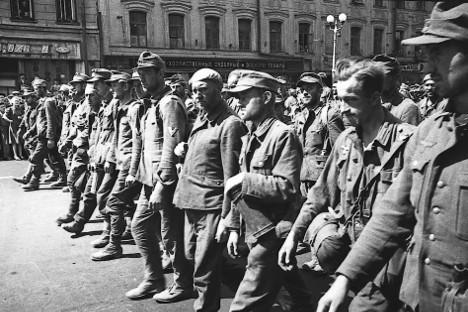 Марш заробљених Немаца по Москви. 17. јула 1944. по Садовом прстену и другим улицама Москве спроведено је 57.000 немачких војника и официра, укључујући и 19 генерала. Сви су били у својим униформама.