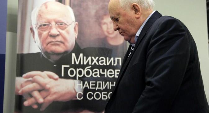 """Михаил Горбачов на промоцији своје књиге """"Насамо са собом"""" (2012). Извор: Росијска газета."""