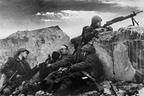 """""""Готово да нисмо ни имали заробљенике, јер се Руси нису предавали и увек су се борили до последњег војника"""" (анонимни официр немачке тенковске јединице). Извор: ИТАР-ТАСС."""