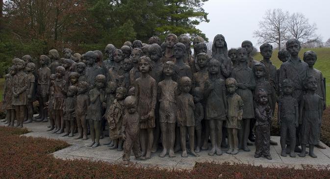 """Споменик деци """"Лебенсборна"""" у Лидицама (Чешка). Извор: AFP."""