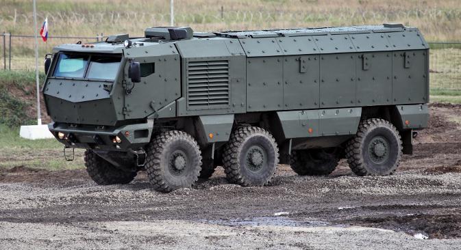 """Најновије достигнуће КАМАЗ-а, 63968 """"Тајфун"""". Многе карактеристике овог возила су у тајности. Има турбо-дизел мотор снаге 550 коњских снага, док је у изради заштите перспективног модела учествовао и нуклеарни центар у Сарову. Фотографија: Виталиј Кузмин."""