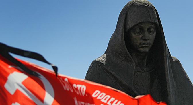Споменик незнаном војнику чини фигура мајке која држи у рукама погинулог сина. Извор: Прес-служба Министарства одбране РФ.