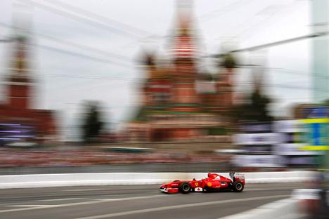 """Градска управа је раније више пута објављивала о плановима за изградњу трасе за """"Формулу 1"""". Moscow City Racing 2012. Извор: AP."""