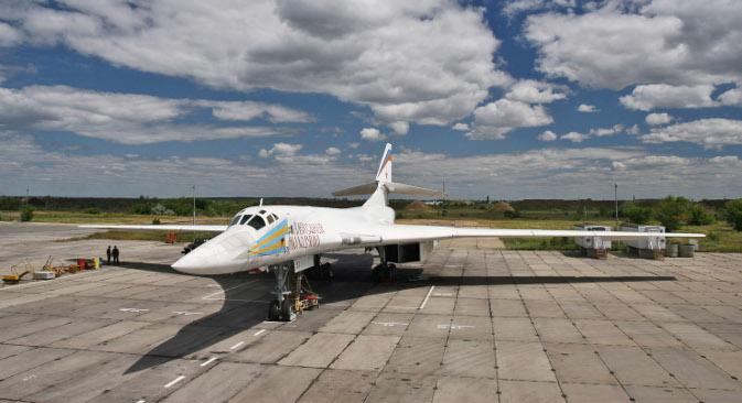 Ту-160 је у стању да изврши пробој средстава ПВО противника како на малим висинама при подзвучној брзини, тако и на великим висинама при брзини која скоро двапут премашује брзину звука. Извор: ИТАР-ТАСС.