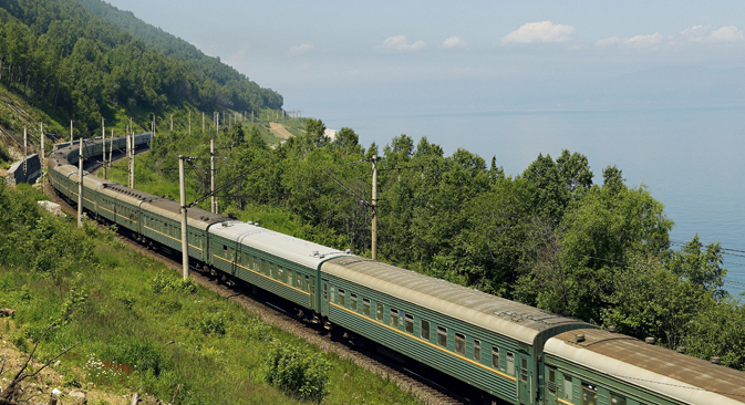 """""""Транссиб"""" је најдужа пруга на свету: њена дужина износи 9298 km. Бајкалско-амурска пруга је дугачка 4287 km. Извор: AFP / EastNews."""
