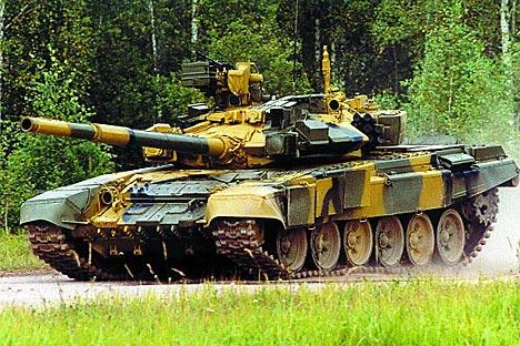 Полиетиленска оклопна заштита измишљена је пре свега неколико година, али се већ активно примељује на Западу у саставу композитног вишеслојног оклопа. На слици: T-90А. Извор: vitalykuzmin.net.