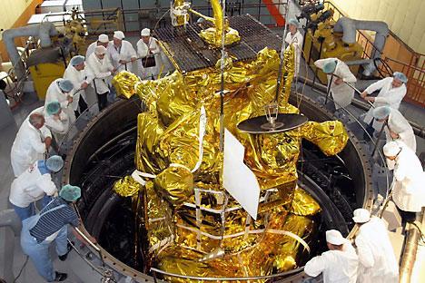 """Руски научници испитују узроке квара летелице """"Фобос-грунт"""", срца неуспелог амбициозног пројекта истраживања Марсовог сателита Фобоса. Извор: ИТАР-ТАСС."""